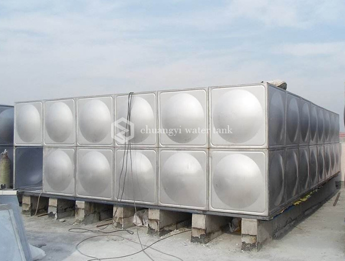 Stainless steel insulated water tank