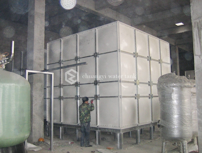 A construction site in taiyuan, Shanxi Province - fiberglass water tank